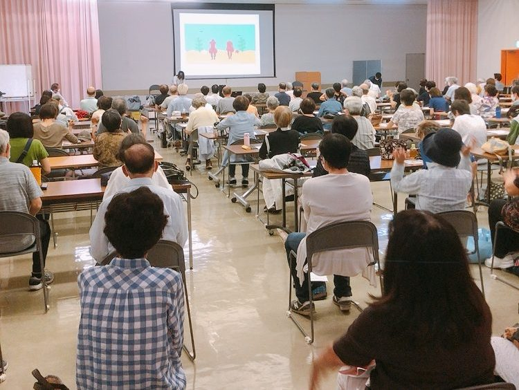 ボケない&コケない アンチエイジング筋トレ教室 ~エボリューション~の説明会の様子